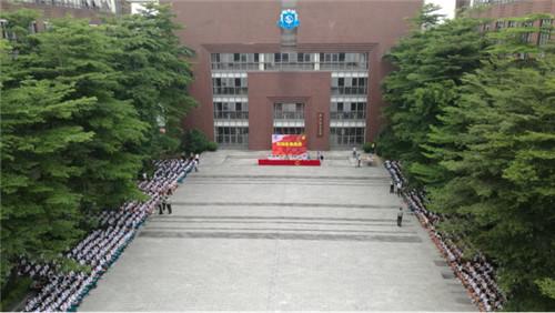广东实验中学附属天河学校新生军训检阅式冒雨进行(图)