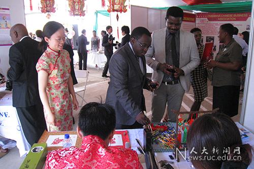 津巴布韦大学孔子学院参加2016年使馆新春文